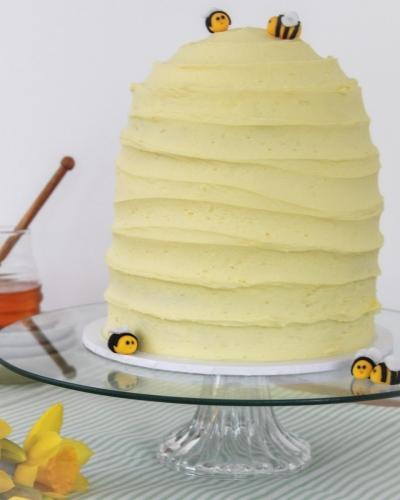Bee-Hive-Cake-Honey-Lane-Bakery-Henley-scaled